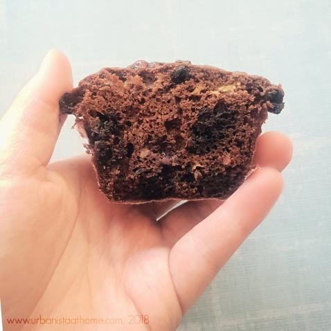 Chickpea Flour Besan Garbanzo Bean Muffins texture - Urbanistaathome.com 2018